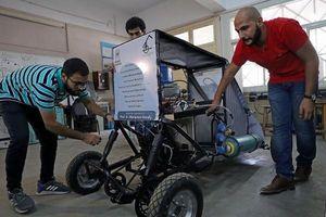 Sinh viên Ai Cập tự thiết kế xe chỉ chạy bằng… không khí