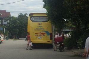Huế: Nhiều nhà xe giường nằm 'biến' đường Trương Gia Mô thành 'bến'
