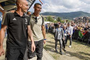 Cristiano Ronaldo - khi siêu sao về làng