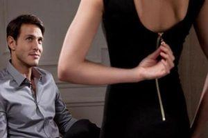 Vợ chết lặng phát hiện 'tình địch' là người yêu cũ