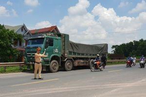 Bắc Giang ra quân 'dẹp loạn' xe vi phạm kích thước thành thùng