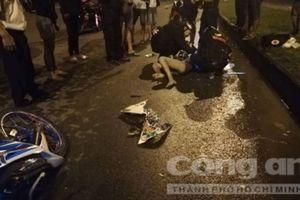 Hai cô gái đi xe máy tông chết người đàn ông đi bộ