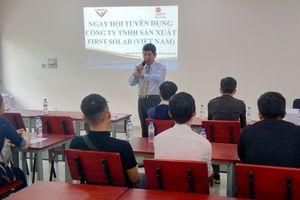 Thành phố Hồ Chí Minh: Gần 400 cơ hội làm việc trong lĩnh vực sản xuất pin năng lượng mặt trời