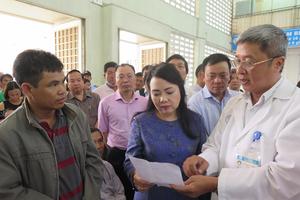 Người dân than với Bộ trưởng Y tế vì phải chờ khám lâu