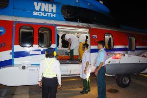 Ngư dân đột quỵ não được máy bay trực thăng đưa vào đất liền cấp cứu