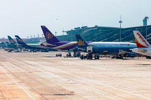 Nhiều chuyến bay phải dừng, chờ vì phế thải trong sân bay Nội Bài