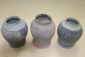 Phát hiện 3 hũ sành cổ ở khu vực văn miếu Hà Tĩnh