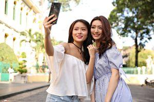 Selfie đẹp tự nhiên với Galaxy A8 Star