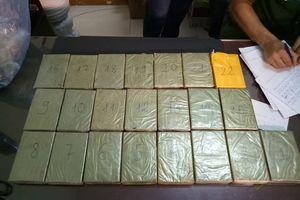 Giấu 22 bánh heroin trong máy nổ từ Lào về Việt Nam
