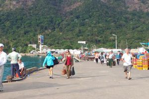 Côn Đảo 'phát sốt'… : Khách nhiều chưa hẳn hay