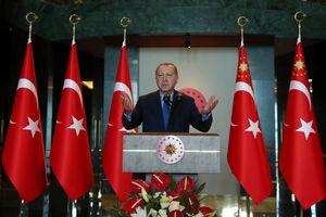 Tổng thống Erdogan tuyên bố đáp trả các 'phần tử khủng bố kinh tế'