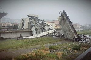 Thảm họa sập cầu ở Ý, hàng chục người thiệt mạng