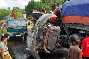 Tai nạn thảm khốc ở Hà Tĩnh: Hai xe container đấu đầu, 2 tài xế tử vong