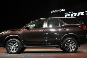 Mua xe Toyota Fortuner, phải mua thêm phụ kiện trị giá 100 triệu đồng