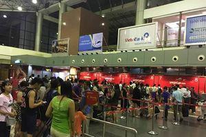 Hành khách Hàn Quốc bị bỏ quên ở sân bay Nội Bài