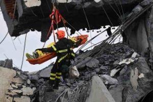 Khẩn trương tìm kiếm người sống sót sau vụ sập cầu tại Italy