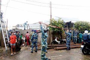 Phú Quý: Lốc xoáy khiến hơn 60 căn nhà tốc mái