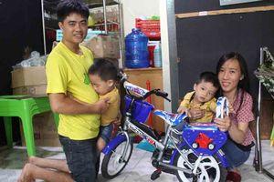 Hai vợ chồng thạc sĩ nghỉ việc mở quán chè chăm con mắc bệnh hiểm nghèo