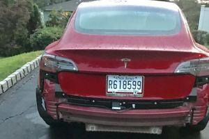Tesla Model 3 bị lỗi ngớ ngẩn khi trời mưa