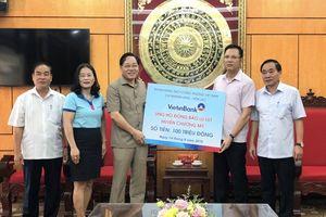 VietinBank Láng - Hòa Lạc hỗ trợ người dân vùng ngập úng 100 triệu đồng