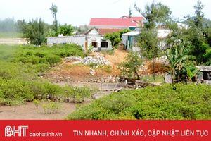Cẩm Lộc giải tỏa hơn 2.000m2 đất dân lấn chiếm dọc sông Quèn