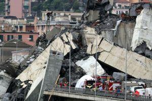 Hiện trường vụ sập cầu khiến ít nhất 26 người chết ở Italy