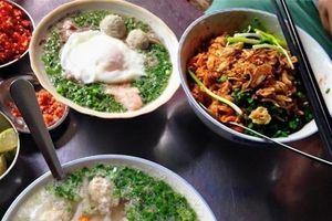 'Bún chửi' cô Huyền khét tiếng Sài Gòn: 50k/bát mì tôm, càng chửi to càng đông khách