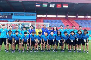 ĐT nữ Việt nam thăm sân thi đấu, sẵn sàng đại chiến nữ Thái Lan