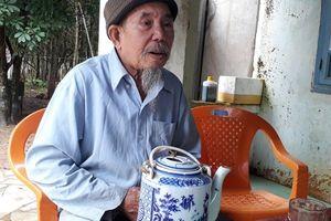 'Ông già Biển Hồ' với những câu chuyện 'canh miệng hà bá'