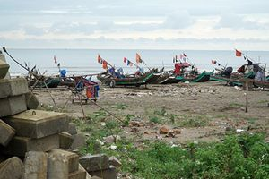Kè đê biển trăm tỷ chậm tiến độ, dân xứ Thanh lo sợ mùa mưa bão