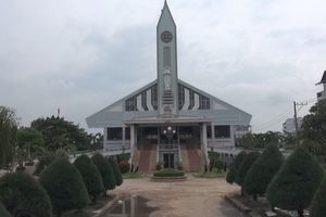 Cận cảnh nhà thờ 5.500 tấn được 'thần đèn' nâng lên 2 m