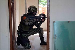 Sức mạnh súng tiểu liên P90 trong tay Đặc công Việt Nam