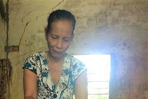 Mẹ già U.70 chăm, tắm 2 con gái bị tâm thần mỗi ngày