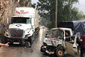 Kinh hãi xe tải lao như tên bắn, tông thẳng vào container