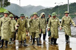 Phó Thủ tướng Trịnh Đình Dũng kiểm tra và chỉ đạo ứng phó bão số 4 tại Thanh Hóa