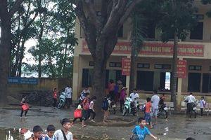 Năm học mới tại rốn lũ Hà Nội: Khó khăn chưa qua, nỗi lo lại tới