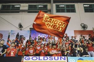 Chùm ảnh: Cổ động viên Saigon Heat cháy hết mình tại 'CIS Hà Nội'