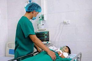 Bé trai 8 tuổi nhập viện cấp cứu vì đồ chơi bất ngờ phát nổ