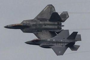 Vì sao Mỹ lại che giấu kết quả đối kháng giữa F-22 và F-35?