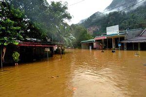 Nhiều nơi ở Thanh Hóa bị chia cắt, cô lập vì mưa lũ