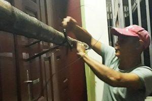 Bão số 4: Nửa đêm người dân gia cố nhà chống mưa bão