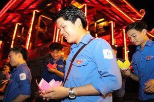 Giới trẻ Quảng Trị thắp sáng bờ sông Thạch Hãn tri ân anh hùng liệt sĩ