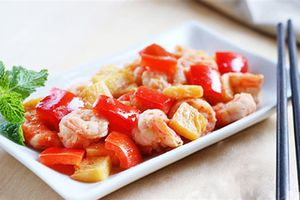 Cách xào hải sản chua ngọt hấp dẫn, ăn kèm cơm nóng ngày mưa quá tuyệt