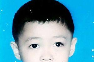 Bé trai 6 tuổi mất tích bí ẩn sau khi đi ngủ
