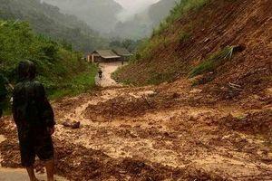 Học sinh mất tích do mưa lũ tại Nghệ An