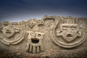 Peru phát hiện bức tường có phù điêu được xây cách đây 3.800 năm