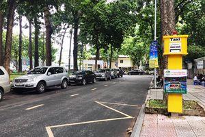 Điểm đón taxi cố định ở Sài Gòn: Vắng cả xe và khách