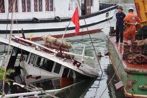 Hy hữu: Thuyền trưởng ngủ quên, tàu du lịch bị chìm ở Tuần Châu
