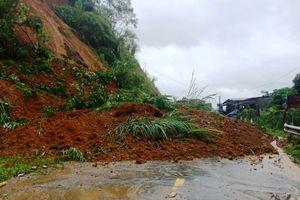 Mưa bão số 4, nhiều tuyến đường ở Thanh Hóa sạt lở