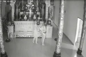 Hai cô gái vào chùa trộm lư hương khiến cộng đồng mạng bức xúc